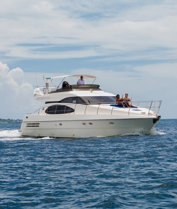 Azimut Full 58 Underway